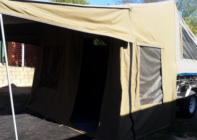 Side view Safari camper trailer by Deluxe Camper Trailers