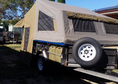 Safari camper trailer