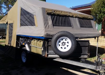 Safari camper trailer erect